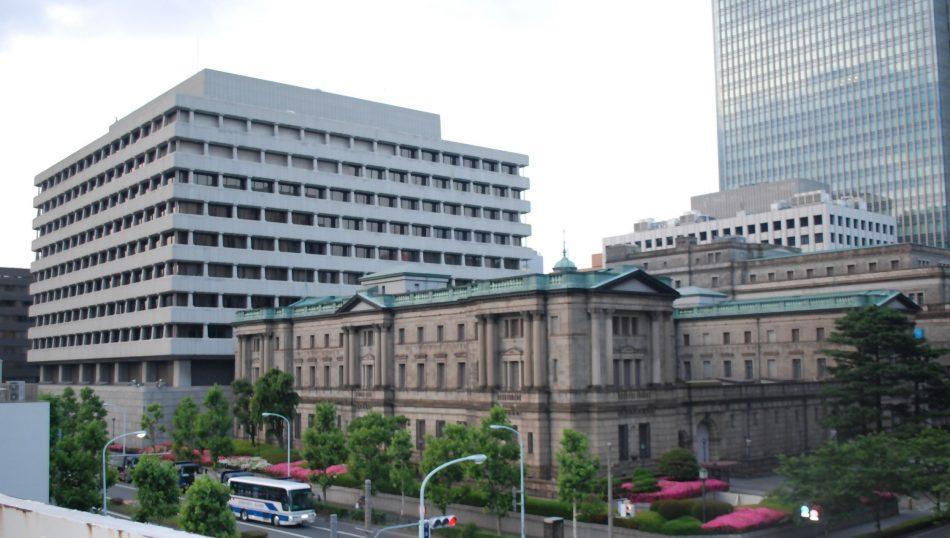 المبنى القديم في المركز هو بنك اليابان